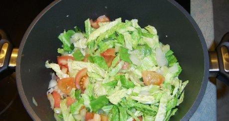 Knoblauchsuppe mit Wirsing und Tomaten