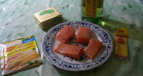 Lachs in Safran-Hollandaise