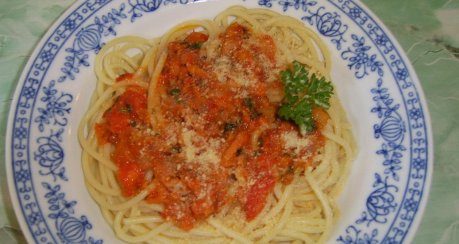 Spaghetti mit Knoblauch und Öl (Spaghetti Aglio, Olio E Peperoncino)