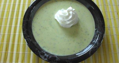 Einfache Zucchini-Cremesuppe