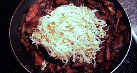 Asiatische Geflügel - Pfanne mit Reis