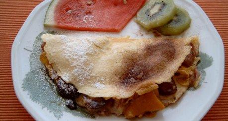 Obst-Omelett mit Käse & Cornflakes