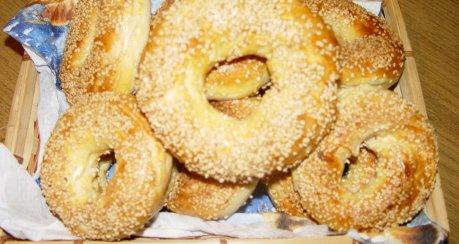 Simit - Türkische Sesamkringel (Hefeteig)