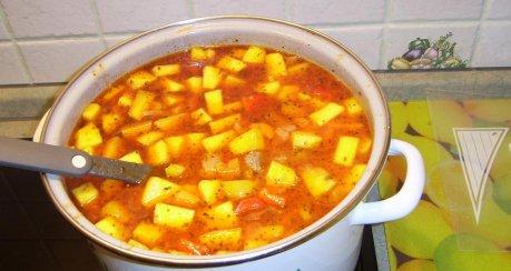 Klösschensuppe mit Paprika, Tomate und Kürbis