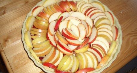 Herbstliche Apfel-Walnuss-Tarte