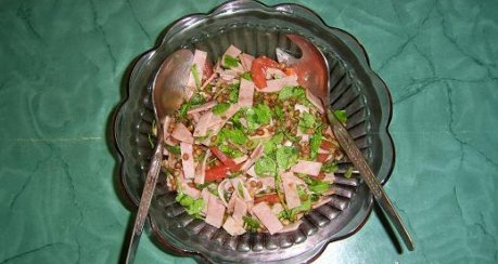 Linsensalat mit Tomaten und Schinken