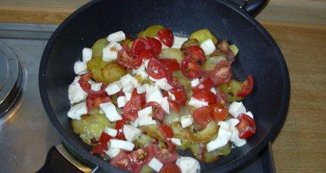Bratkartoffeln mit Tomaten und Mozzarella