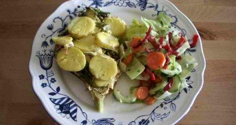 Spargel-Kartoffelbeet mit pikantem Boden