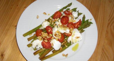 Spargelsalat getrockneten tomaten