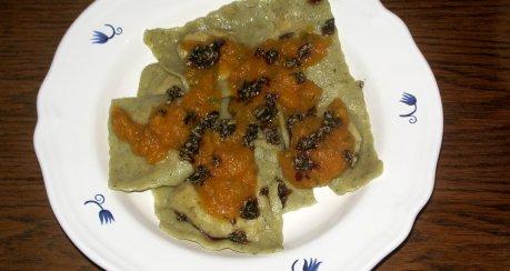 Kürbisravioli mit Pumpkinsauce und Kernenpesto