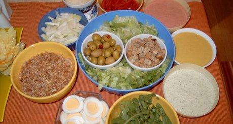 kunterbunte Salat-Bar (Servier-Vorschläge)