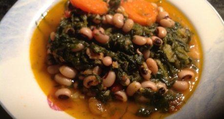 Schwarzaugenbohnen mit Spinat  (Original Griechisches Rezept)