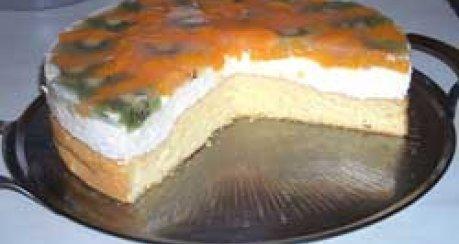 Limetten-Sahnetorte mit Kiwi und Mandarinen