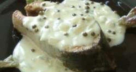 Weißweinsauce mit grünem Pfeffer