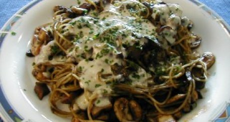 Tintenspaghetti mit Parmesansauce