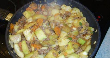Zucchini-Bratkartoffeln mit Hackfleisch