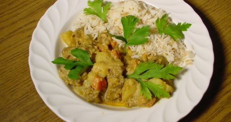 Fleisch und Gemüse mit Gelber Currypaste