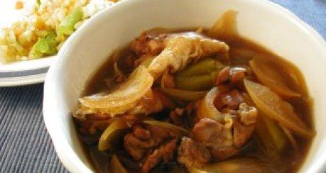 Philippinische Hünerstew scharf-sauer (Adobong Manok)