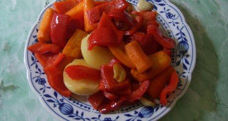 Paprika- Schweinegulasch mit Knoblauch