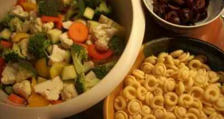 Gemüse-Minestrone mit Tomatencrostinis