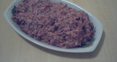 Krasnoje sweklo s tschernosliwom (Rote-Bete-Salat mit Backpflaumen und Walnüssen)