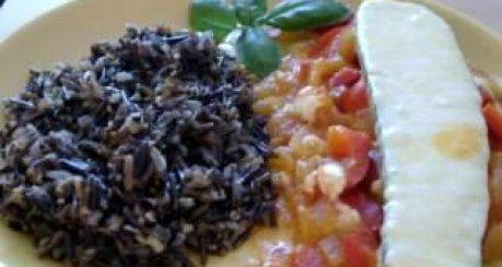 Wildreis mit gefüllten Zucchini und Tomatensauce