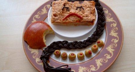 Schneewittchen-Fisch (III, mit Sepia-Spaghetti) & die 7 Zwerge (ähm, Oliven...)