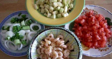 Kokosnudeln an Gemüse-Currysauce