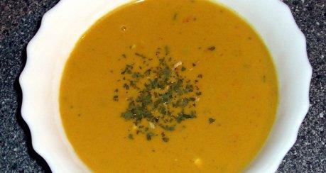Kürbissuppe mit Curry und Kokosmilch