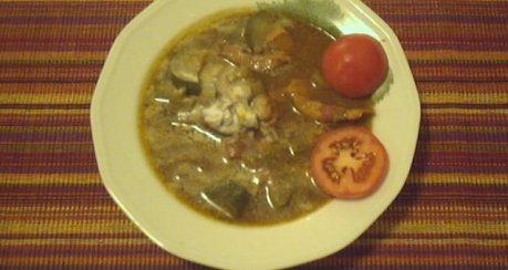 Tamarinden-Suppe mit Hähnchenbrust