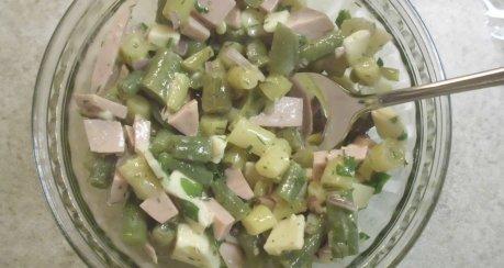 Wurstsalat mit grünen Bohnen