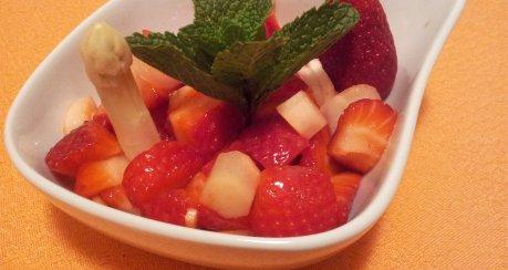 Erdbeer-Spargel-Salat a la Siri (Rohkost)