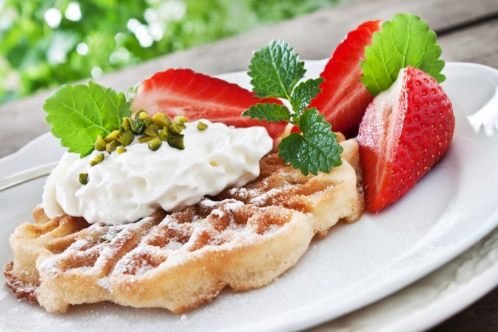 Dessert mit Puderzucker