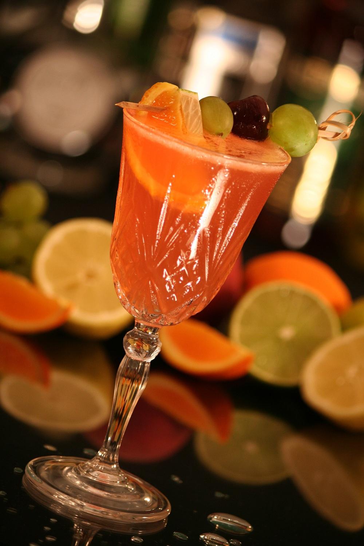 sommer drinks leichte cocktails mit und ohne alkohol selber mixen tipps ratgeber. Black Bedroom Furniture Sets. Home Design Ideas